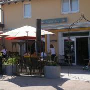 Lichtdurchflutetes Café, Bistro,