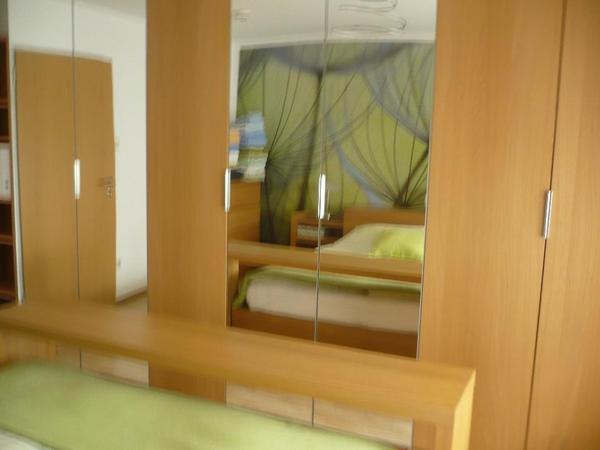 verkaufe ikea schlafzimmer malm eiche hell bett 1 80 x 2 00 m mit berbau 2 nachtischen und. Black Bedroom Furniture Sets. Home Design Ideas