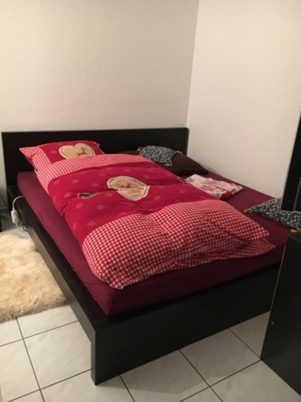 modernes schwarzes doppelbett mit kommode in weiterstadt betten kaufen und verkaufen ber. Black Bedroom Furniture Sets. Home Design Ideas