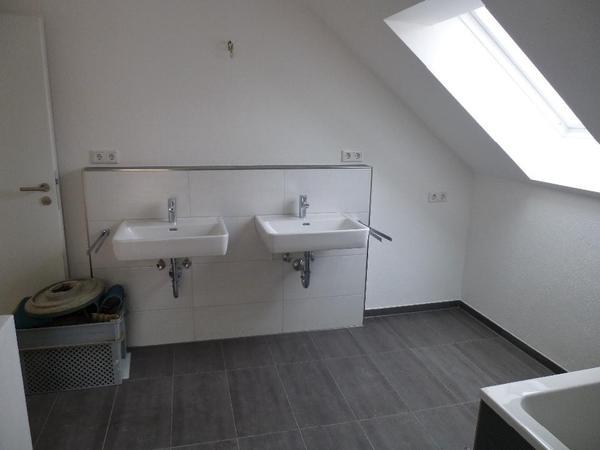 neuwertige moderne waschbecken laufen pro a in neus. Black Bedroom Furniture Sets. Home Design Ideas