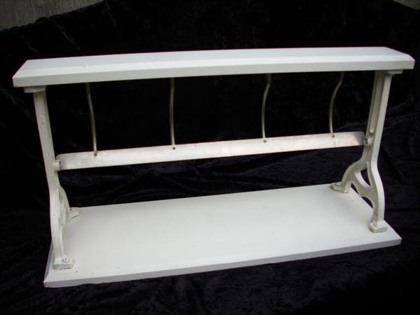 nostalgische geschenkpapier rollenhalter f r die. Black Bedroom Furniture Sets. Home Design Ideas