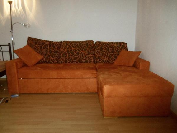 orange-braune Couch mit Schlaffunktion in München - Polster ...