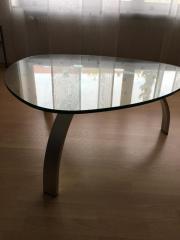 Ovaler Designertisch aus