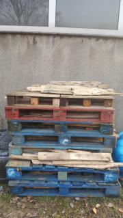 Palette mit Holzstücke