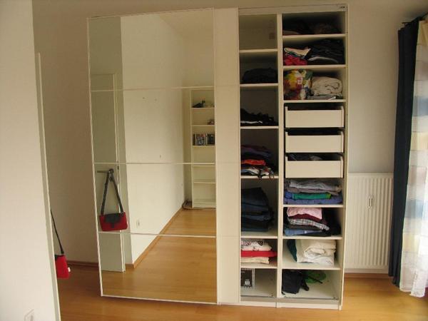 Ich verkaufe meinen 1 Jahr alten PAX Schrank von IKEA Der Schrank ist