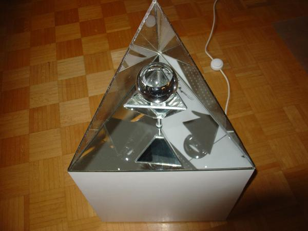 pyramidenleuchte spiegel bleiverglasung mit sockel. Black Bedroom Furniture Sets. Home Design Ideas