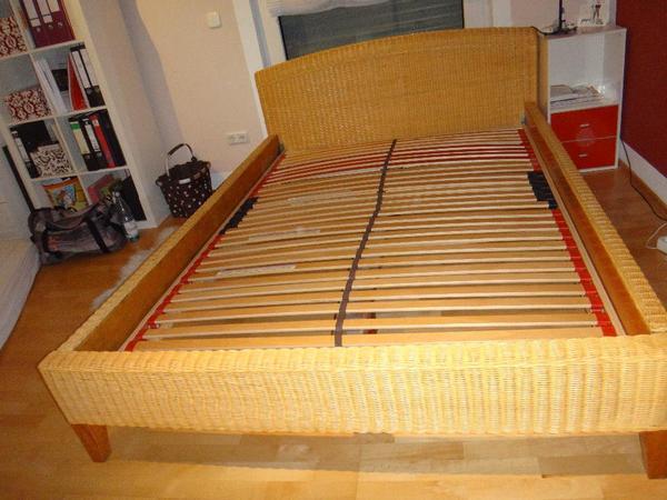 rattanbett 140x200 sehr gut erhalten in emsdetten. Black Bedroom Furniture Sets. Home Design Ideas