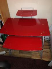 Roter Schreibtisch