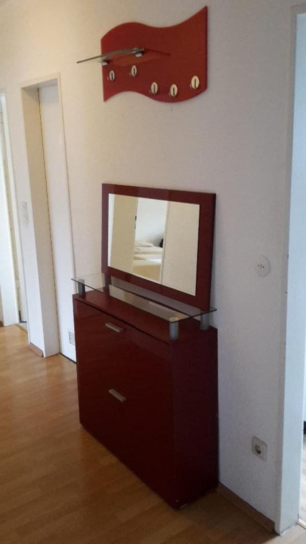 roter schuhschrank mit spiegel und garderobe in n rnberg. Black Bedroom Furniture Sets. Home Design Ideas