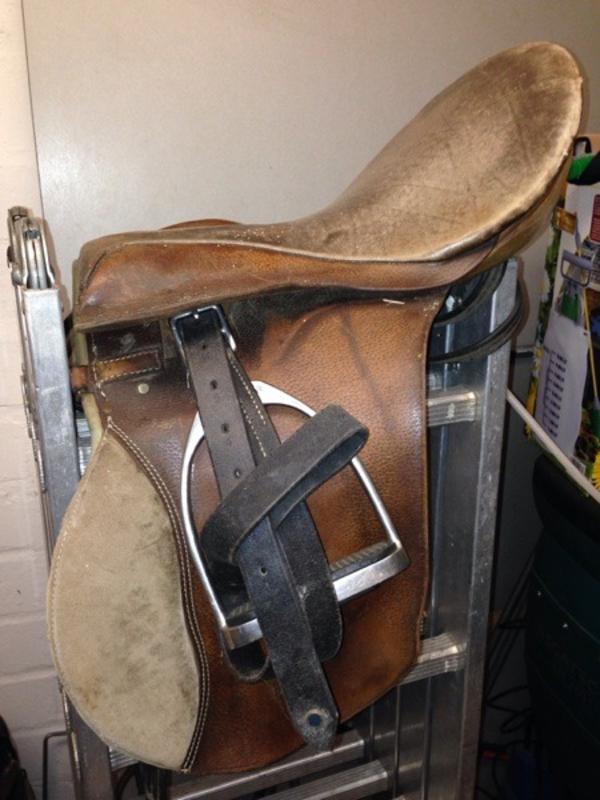 sattel reitsattel holzpferd spielpferd in krefeld zubeh r reit pferdesport kaufen und. Black Bedroom Furniture Sets. Home Design Ideas