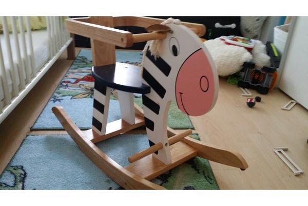 schaukelpferd zebra aus holz von scratch in m nchen holzspielzeug kaufen und verkaufen ber. Black Bedroom Furniture Sets. Home Design Ideas