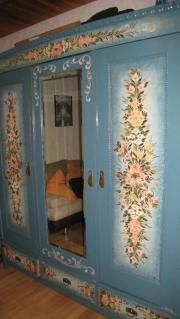 Schlafzimmer mit Bauernmalerei