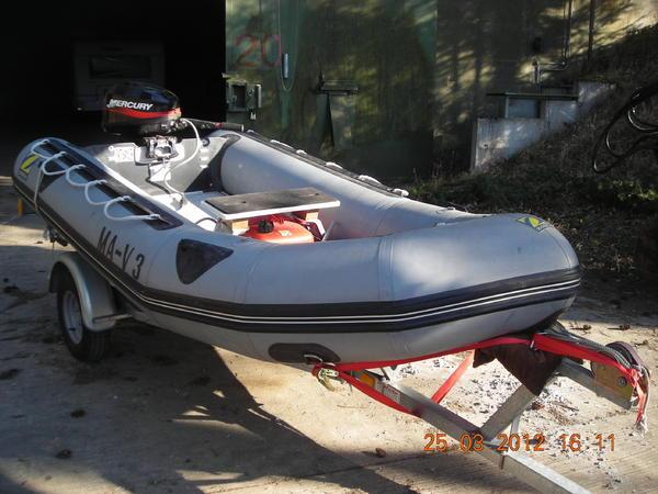 kanus ruder schlauchboote schlauchboot mit 15 ps motor. Black Bedroom Furniture Sets. Home Design Ideas