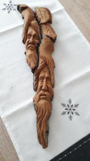 Schnitzarbeiten aus Baumrinde