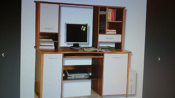 funktioneller schreibtisch mit gro em aufsatzregal und. Black Bedroom Furniture Sets. Home Design Ideas