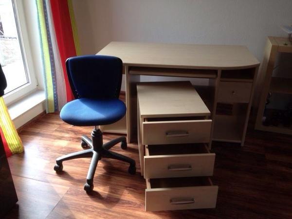 schreibtisch mit rollcontainer in ahorn in bensheim b rom bel kaufen und verkaufen ber. Black Bedroom Furniture Sets. Home Design Ideas