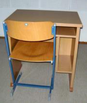Schultisch und -stuhl