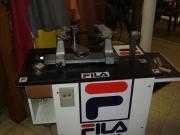 Tennisbesaitungsmaschine