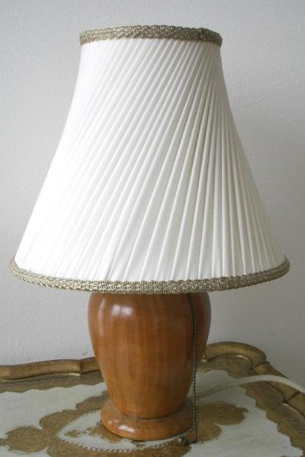 tischlampe mit sch nem holzfu nur eur 3 und auch. Black Bedroom Furniture Sets. Home Design Ideas