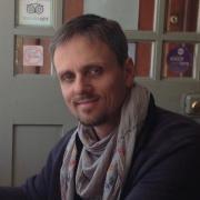 Vater (Lehrer, 39) &