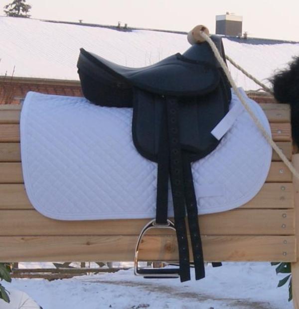 verkaufe einen gebrauchten shettysattel in dachau zubeh r reit pferdesport kaufen und. Black Bedroom Furniture Sets. Home Design Ideas