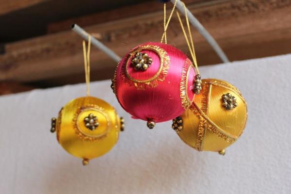 villeroy boch weihnachtsbaum kugeln 3er pack gelb rot. Black Bedroom Furniture Sets. Home Design Ideas