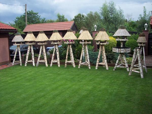 vogelhaus reetdach auf dreibein birke in m lheim an der. Black Bedroom Furniture Sets. Home Design Ideas