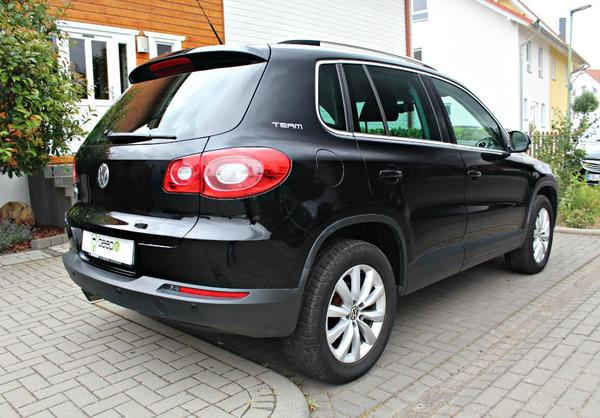 voiture vw tiguan 2 0 tdi blue motion team occasion de 2011 pour 15750. Black Bedroom Furniture Sets. Home Design Ideas