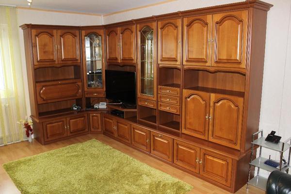 verkaufe eine gut erhaltene eckanbauwand rustika nussbaum. Black Bedroom Furniture Sets. Home Design Ideas