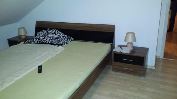 merken. Black Bedroom Furniture Sets. Home Design Ideas