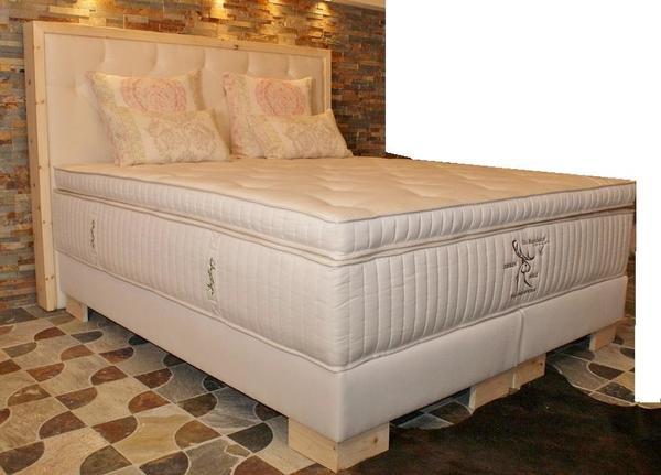 zirbenholz boxspringbett schn ppchen neu in m nchen betten kaufen und verkaufen ber private. Black Bedroom Furniture Sets. Home Design Ideas