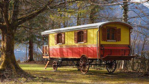 zirkuswagen mobiles wohnen wohnwagen. Black Bedroom Furniture Sets. Home Design Ideas