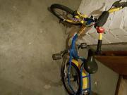 zwei Kinder Fahrräder