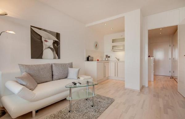 1 schlafzimmer wohnungen m belideen. Black Bedroom Furniture Sets. Home Design Ideas