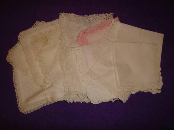 12 alte und ältere Taschentücher