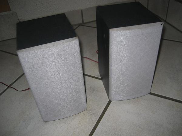 2 Lautsprecherboxen GRUNDIG UMS 4101