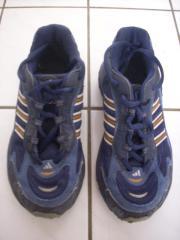 Adidas-Freizeit oder Sportschuhe Gr 33