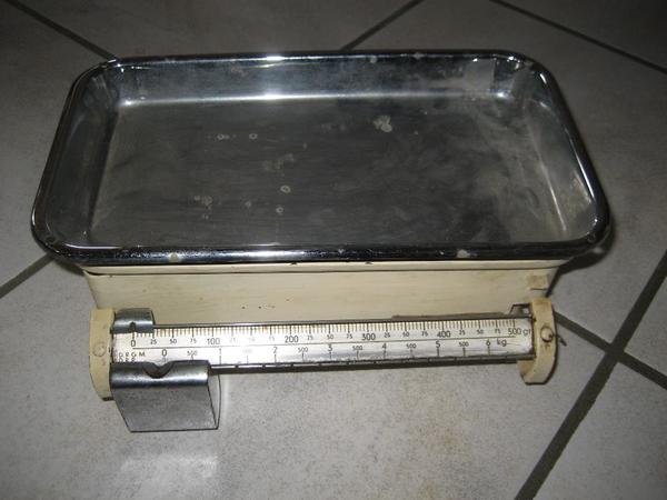 alte Küchenwaage, Waage, max. 6 kg mit Feintarierung - Birkenheide Feuerberg - Verkaufe eine alte Küchenwaage, Waage bis max. 6 kg mit Feintarierung, abnehmbarer Waagschale: ca. 30 cm x 16 cm. Die Waage ist voll funktionstüchtig, stammt aus den verm. aus den 60er Jahren. Hersteller ist leider nicht bekannt. - Birkenheide Feuerberg