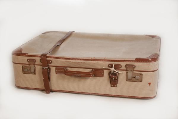 alter koffer deko 60 70er jahre reisekoffer vintage. Black Bedroom Furniture Sets. Home Design Ideas