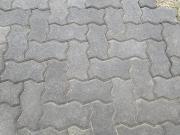 Antharzitfarbene Pflaster-Knochensteine