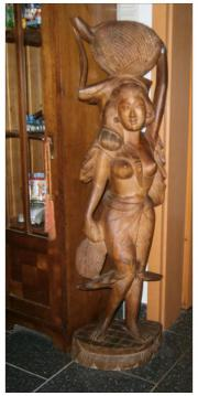 Antike Frauenfigur aus