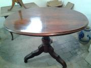Antiker Tisch um