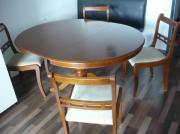 Ausziehbarer Holztisch mit