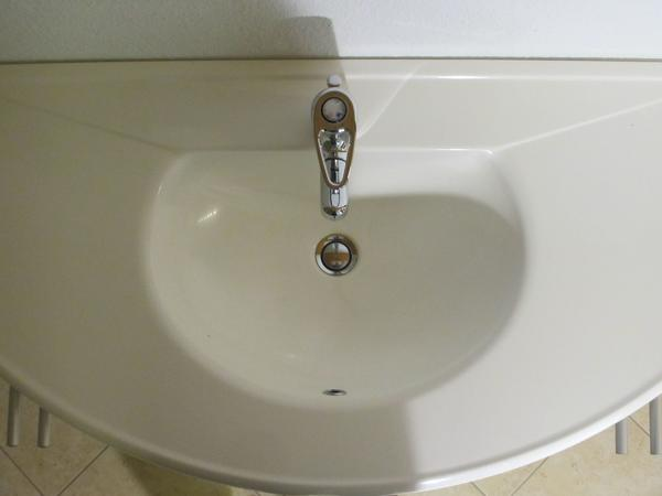 bad-waschtisch mit unterschrank und passender spiegelschrank in ... - Badezimmer Waschtisch Mit Unterschrank
