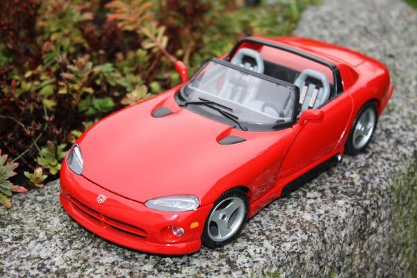 Bburago° Viper RT/10 Dodge ° Modellauto 1: 18 ° rot Nr. 45 - Weiterstadt - Hersteller Bburago, Made in Italy, Maßstab 1:18, Farbe rot. Vitrinenstück unbespielt Top Zustand ohne Verpackung - Weiterstadt