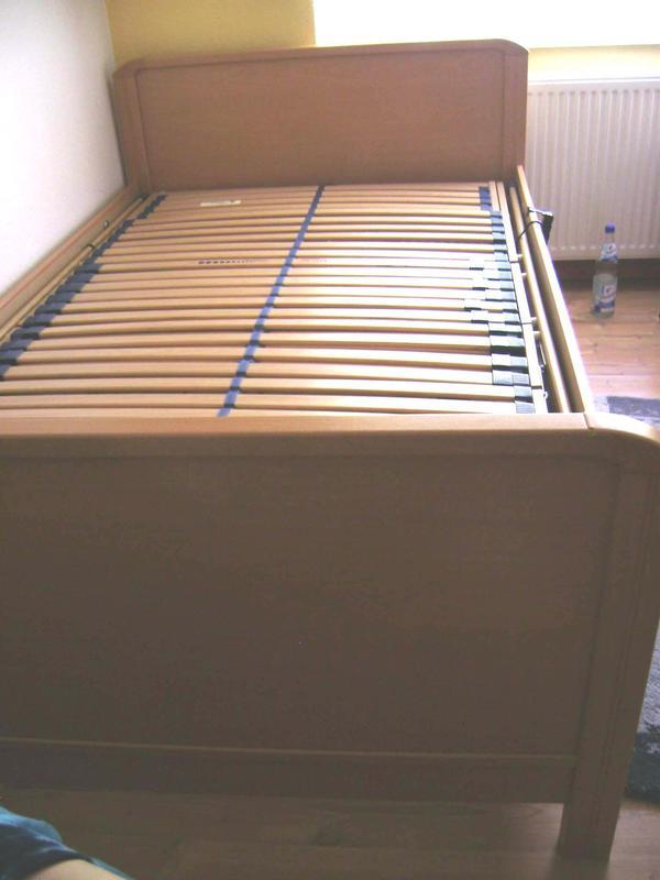 Bett mit elektrisch mehrfach verstellbarem Rahmen 120cm Liegefläche ...