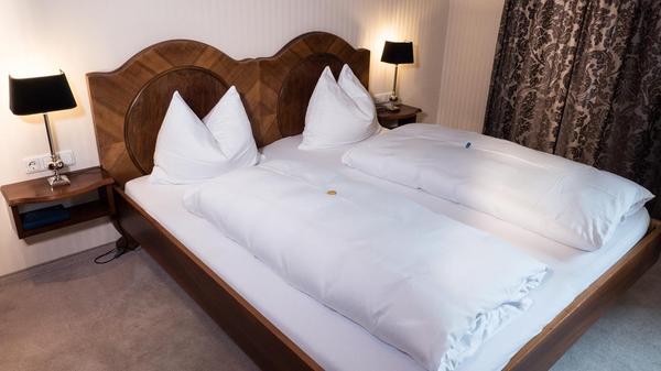 biedermeier bett im repr sentativen stil in feldkirch stilm bel bauernm bel kaufen und. Black Bedroom Furniture Sets. Home Design Ideas