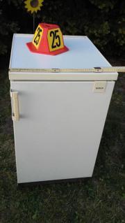 Biete einen schmalen Kühlschrank Fabrikat