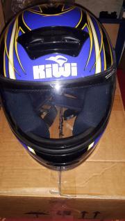 blauer Motorradhelm der
