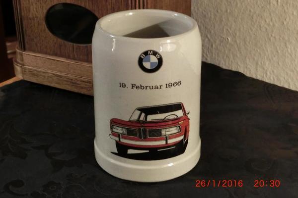 BMW 2000 -TYP 121- 19. FEBRUAR 1966 - BIERKRUG SAMMLERRARITÄT FÜR BMW-FANS NEU ! ! ! - Bretten - BMW, Limousine, Benzin, 74 kW, 999 km, EZ 02/1966, Schaltgetriebe, Grau. Biete hier eine absolute Sammlerrarität für BMW-Fans und Sammler außergewöhnlicher Bierkrüge an. Es handelt sich um einen Bierkrug, der zur Markteinführung des BMW 20 - Bretten